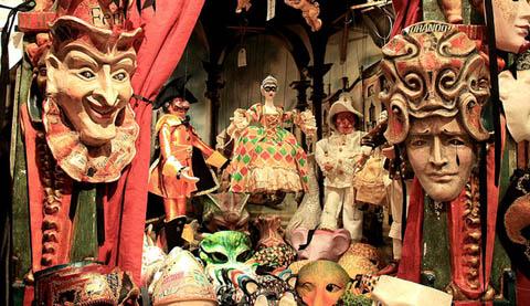 Suggeriamo inoltre di acquistare maschere veneziane artigianali e di  qualità. Risparmiare e comprare come souvenir o come regalo delle maschere  veneziane ... 12c584f94c4e