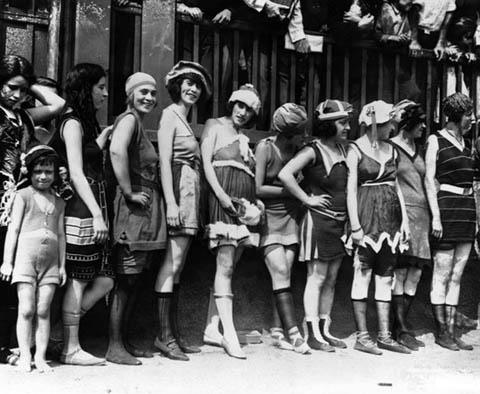 Storia del costume da bagno report nautica report - Costumi da bagno del 1900 ...