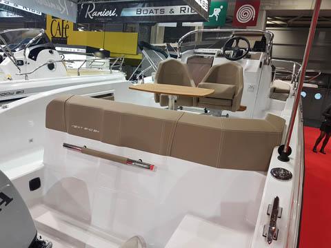 Ranieri International Next 240SH, abitabilità e confort ...